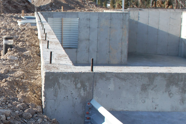Image gallery foundation wall for How to build a concrete block wall foundation